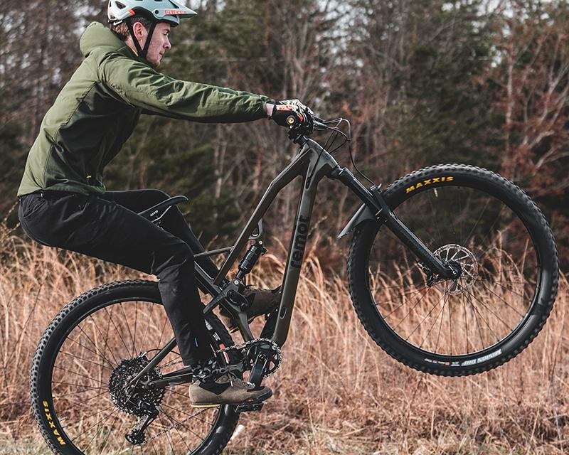 Remot Cycles Steps Up to the Consumer-Direct Sales Plate With a New Carbon Trail Bike for Under $4,000
