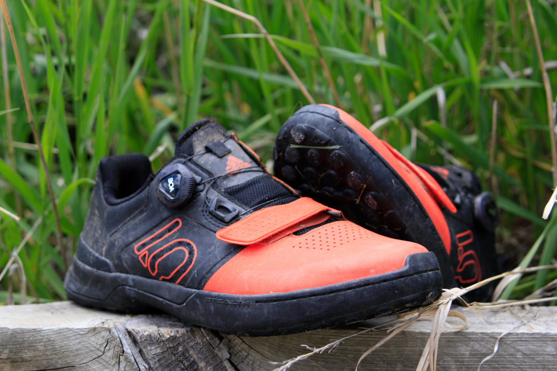 Review: Five Ten Kestrel Pro Boa MTB Shoes Are Clipless Flats - Singletracks Mountain Bike News