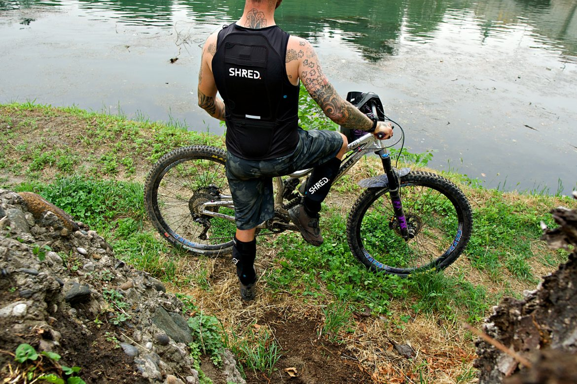 SHRED. Flexi Back Protector Covers Your Spine and Has Space for Gear - Singletracks Mountain Bike News