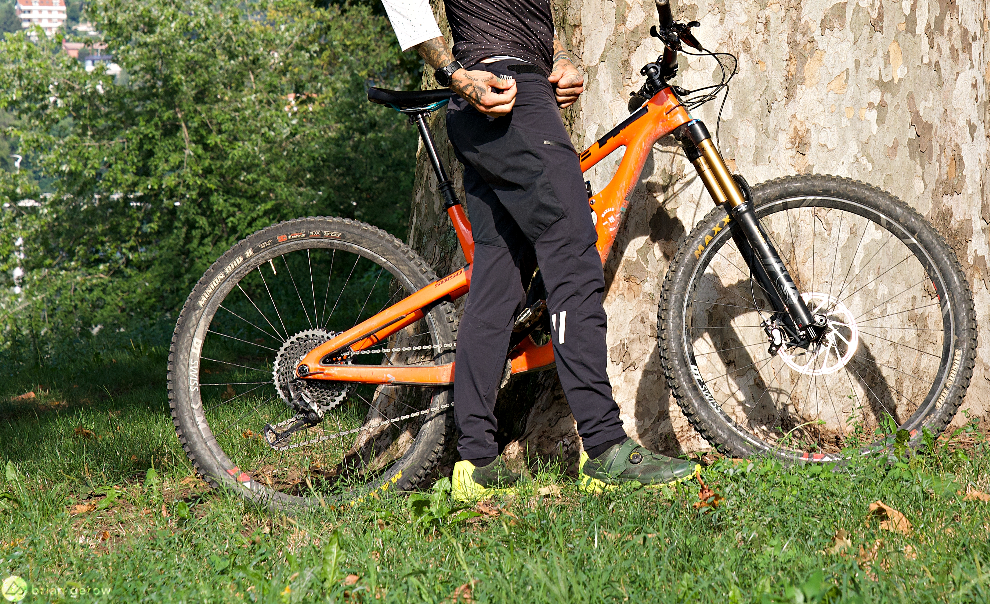 Void Cycling Range Riding Pants Fit Superbly and Add Tough Protection - Singletracks Mountain Bike News