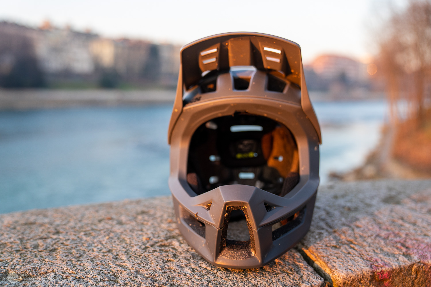 The iXS Trigger Full Face Mountain Bike Helmet is Wicked Light and Equally Comfortable [Review] - Singletracks Mountain Bike News