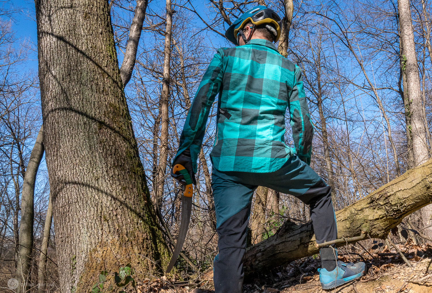 6 Warm Mountain Biking Flannels, Reviewed - Singletracks Mountain Bike News