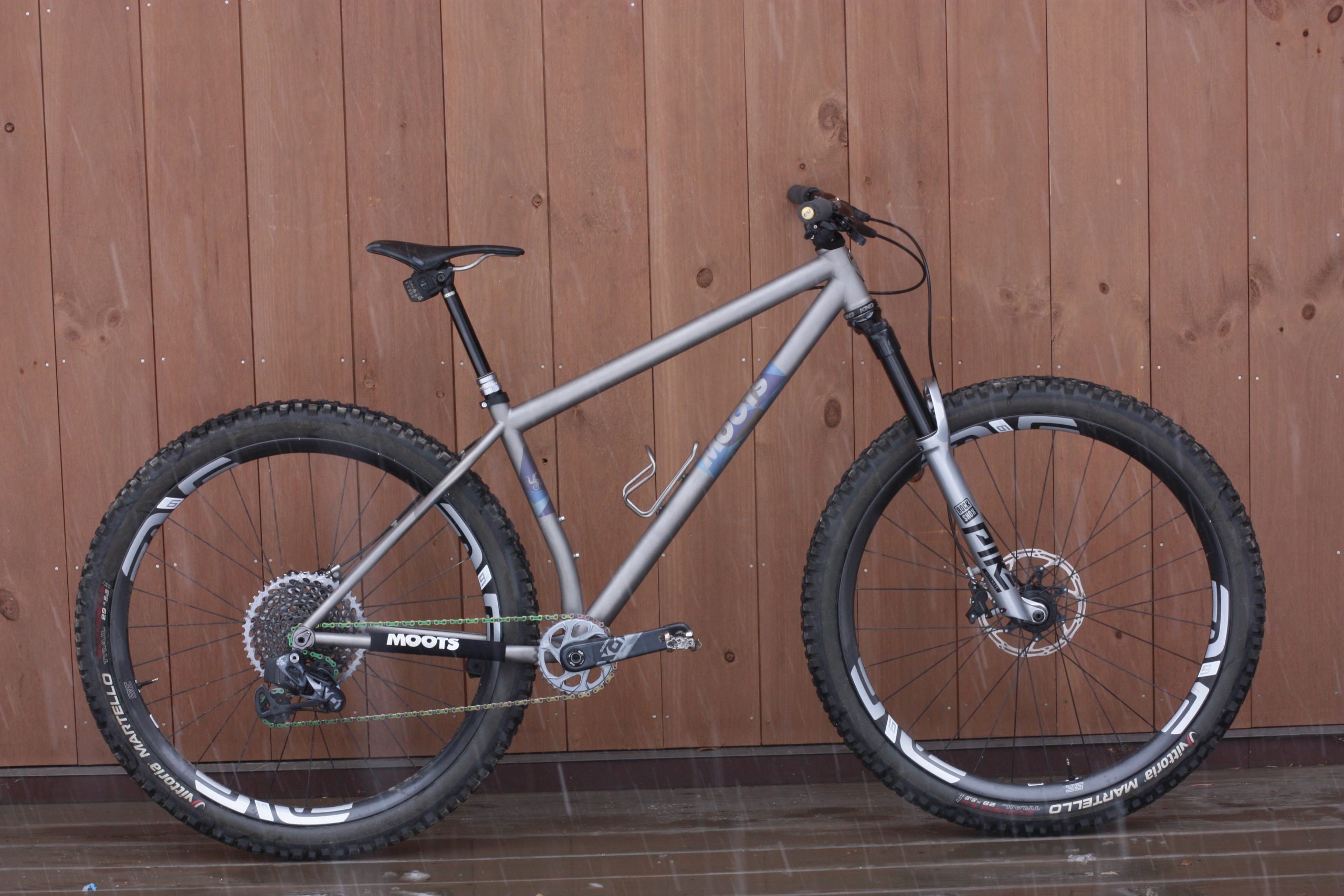 The Moots Womble: A Titanium Hardtail That's Designed to Rip [Review] - Singletracks Mountain Bike News